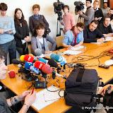 Anne Kayanakis répond aux questions des journalistes