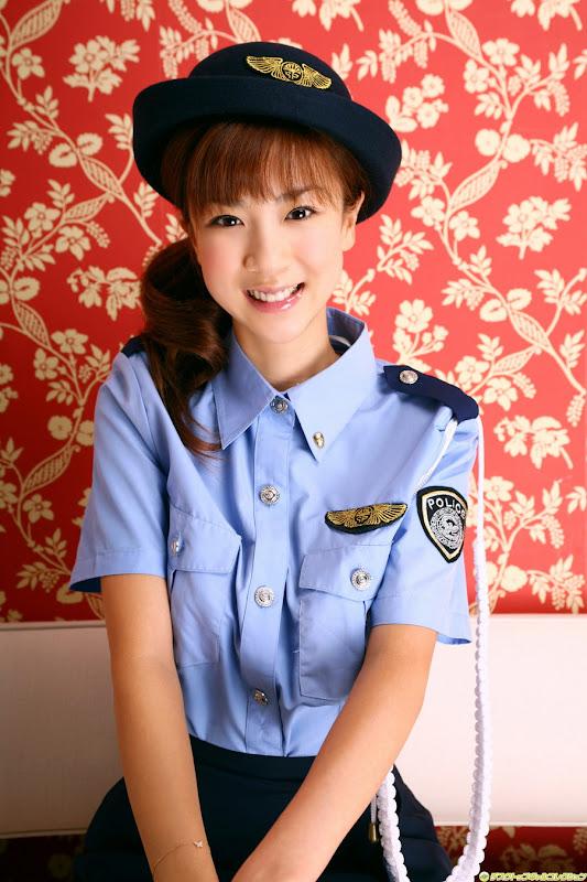 星野亞希爆乳警官小姐制服寫真照片10