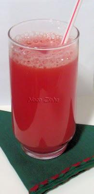 Suco de melancia com água de coco
