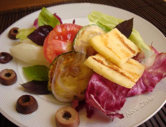 Salada de abobrinha e queijo coalho