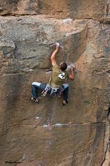 Escalando en Arico03