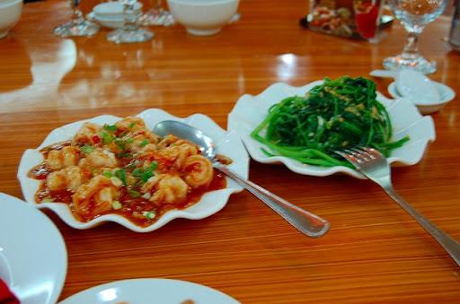 ザ・チン・パレス 中華料理店 エビと空芯菜