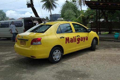 黄色のタクシー Maligaya と書かれてますが、もう一つの名前も良くみました