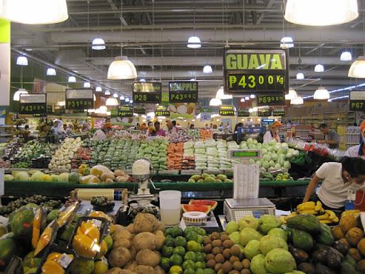SMクラーク内のフルーツ売り場の様子(1)
