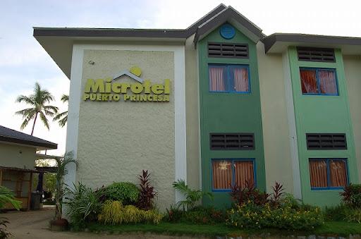 マイクロテル - 正面玄関左