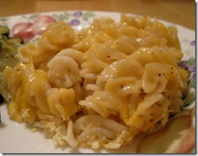 macaroni & cheese on plate