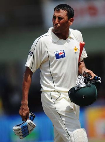 Leaving Younus Khan for a tough series in Sri Lankan Asia Cup and England might prove harmful for Pakistan Cricket