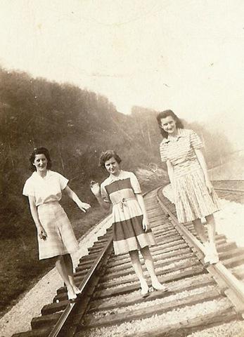 [sisters[4].jpg]