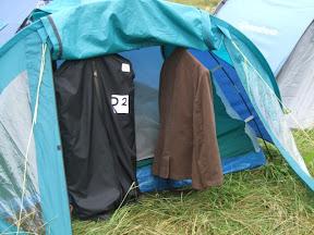 Гардероб в палатке