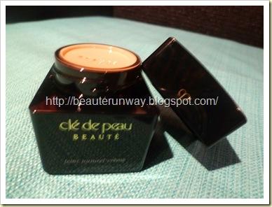 Cle de Peau Beaute Creme Foundation