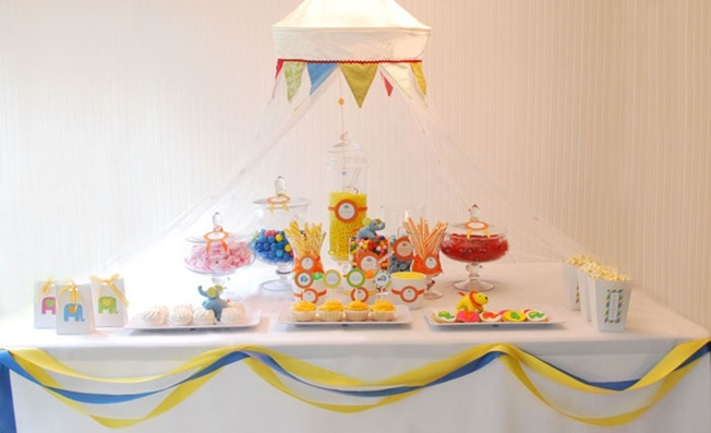 elephant-parade-circus-dessert-table1