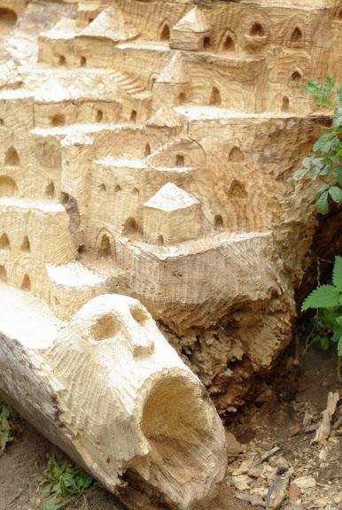 Morceau de frêne sculpté
