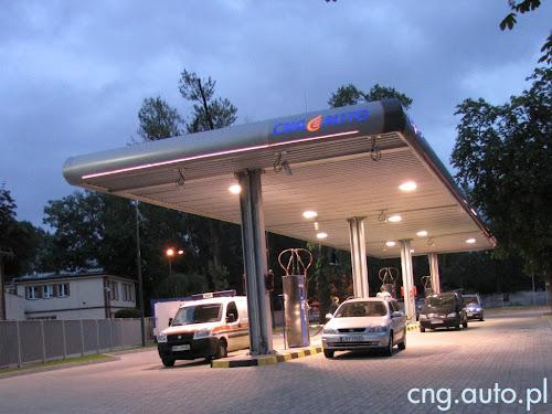 PGNiG. Stacja CNG w Warszawie. Gazowy gigant nałożył na kierowców 51 groszy podwyżki