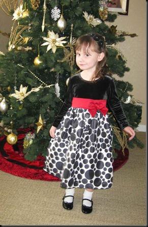Gwen's-Christmas-dress-018