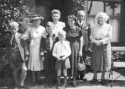 Rigby and Speake family members in 1948