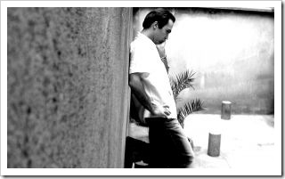 550106_man_standing_on_the_wall