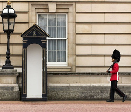 buckingham_palace_guard_shutterstock_500
