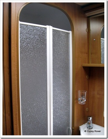 Bi-fold shower mdoor. No wet shower curtains here.