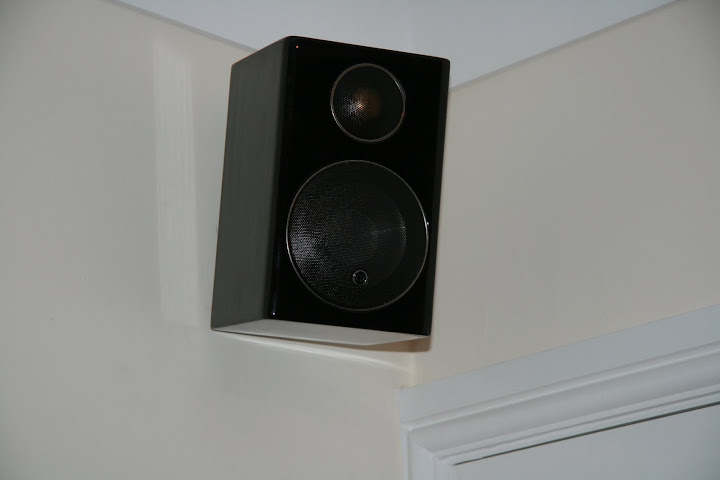 Right rear satellite speaker