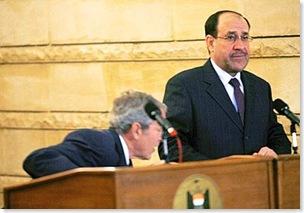 Bush, il lancio delle scarpe del giornalista iracheno 8