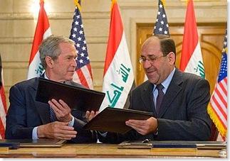 Bush, il lancio delle scarpe del giornalista iracheno 11