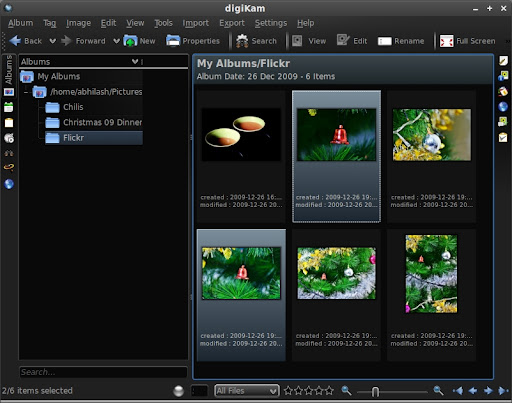 The Library lists all the folders in the watch list. The folder to watch can be specified in the program options. The thumbnails are shown on the right with image information that can also be chosen from the options.