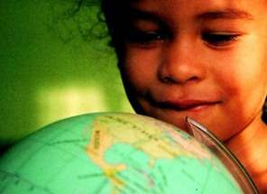 girl with globe tss 20 6 2010