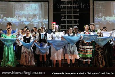 El Acto inaugural incluyó el PERICON NACIONAL bailado por todas las colectividades inmigrantes