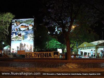 La impactante fachada en el acceso al stand de la Asociación eslovena Triglav en el XXIV Encuentro y Fiesta Nacional de Colectividades, 2008