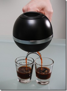 d26e_mypressi_portable_espresso_machine_inuse