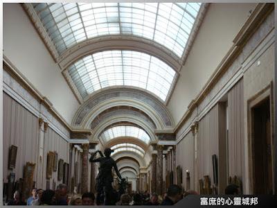 羅浮宮博物館走廊