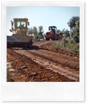 Las máquinas, trabajando en el camino de 'La Romera'.