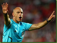Howard-Webb-Austria-v-Poland-2_945864