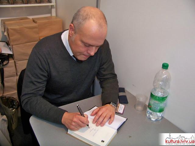 автограф-сесія Марека Краєвського