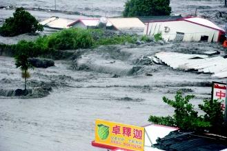90808-太麻里溪山洪暴發,沿岸不少民房直接被沖入太平洋。