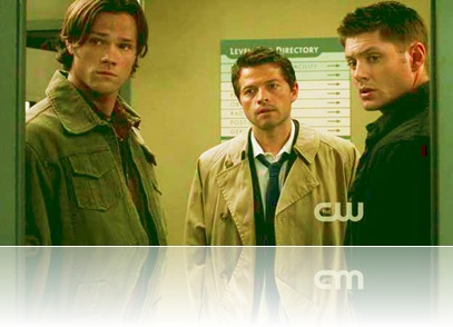 5x02---Sam,-Dean-and-Castiel-looking-into-Bobby's-room