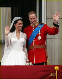 kate-middleton-prince-william-royal-wedding-first-kiss-03