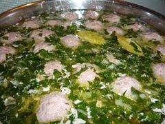 Фрикадельки опускаю в суп