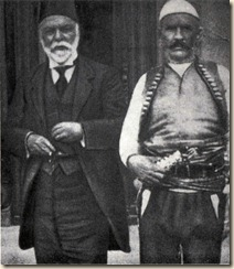 Ismail Kemal insieme a Isa Boletini capo dell'insurrezione dei kosovari contro i turchi