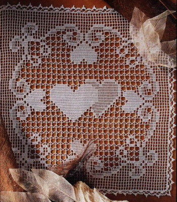 Салфетки с сердечками в филейной технике.