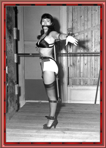 betty_page_(klaws)_092