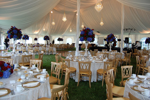 Tent wedding I have been working very closely with Danielle and her mom. Carece s blog  The wedding only gets better Here 39s what happened