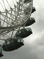 London Eye (mas o que estão à espera de carregar JÁ no hiperlink para ficarem maravilhados com a perfeição de foto que, apesar de parecer de um profissional com um currículo que nunca mais acaba, é minha!?