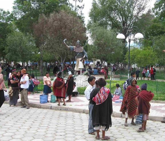 LEJARRETA EN LOS ANDES (2009) 14.monumento%20al%20valor%20de%20Tarabuco
