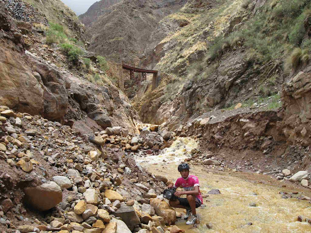 LEJARRETA EN LOS ANDES (2009) 11%2Ccamino%20de%20rio%20mina%20de%20Oro
