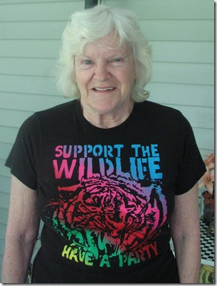 wild life shirt and garden 235