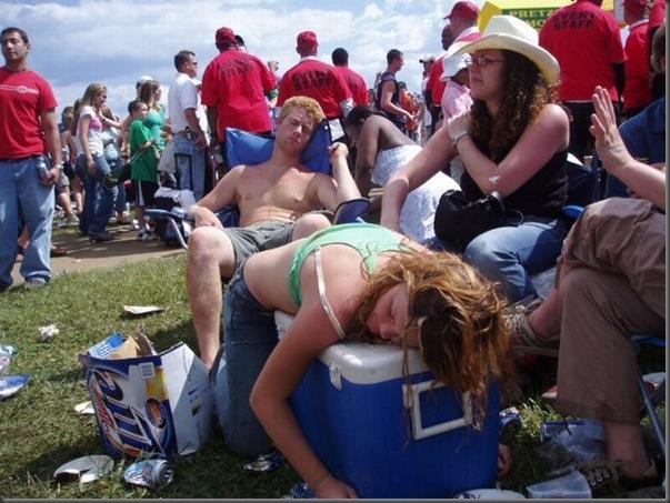 Pessoas totalmente embriagadas em eventos