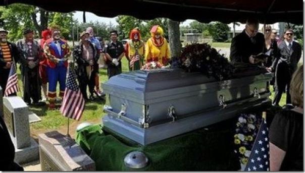 Pallhaços no funeral (4)
