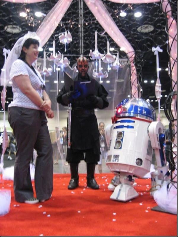Mulher se casa com um robô (6)