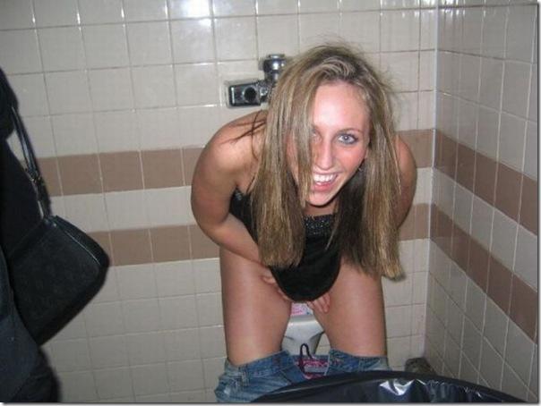 Garotas no banheiro masculino (7)